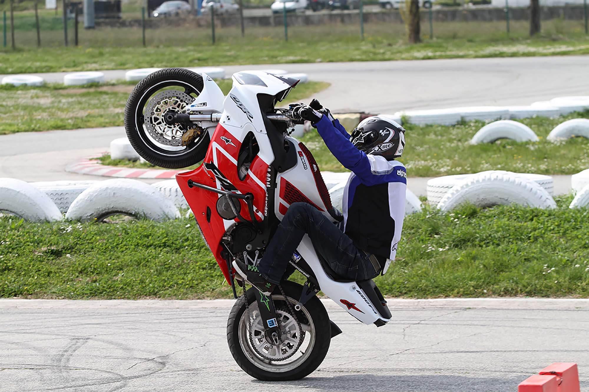 Impennare in moto